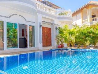 6 bedrooms villa near the beach and walking street - Pattaya vacation rentals