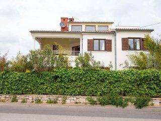 Green apartment with a beautiful garden - Pula vacation rentals