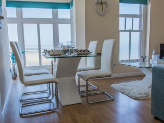 Bright 2 bedroom Margate Condo with Washing Machine - Margate vacation rentals