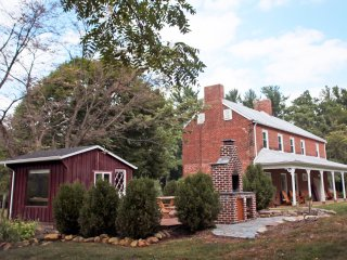 Modern 1850s Luray Farmhouse near Lake Arrowhead - Luray vacation rentals