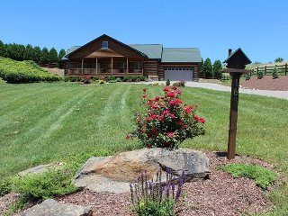 ONE LEVEL LOG HOME WITH BUBBLING HOT TUB, WIFI, AIR HOCKEY & STOCKED POND! - West Jefferson vacation rentals