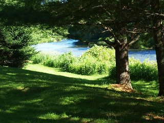 Riverfront Home With Easy River Access, Air Hockey. & WiFi! Pets Welcomed! - Jefferson vacation rentals