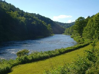 Riverfront Home With Easy River Access, Fire Pit, Air Hockey, WiFi & Pets OK! - Jefferson vacation rentals