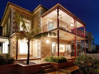 La Marina Waterfront Villa - 2 Bed Sleeps 5 - Northern Territory vacation rentals