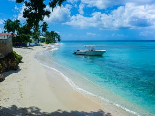 Beautiful beachfront apt  in tranquil little bay - Fitts vacation rentals