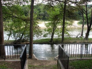 Rio Lodge on the Guad - GREAT RIVER ROAD LOCATION!! - New Braunfels vacation rentals