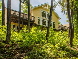 Gorgeous Cottage with Internet Access and A/C - Port Carling vacation rentals