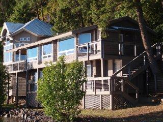 Windchime Vista - Amazing Lake Coeur d'Alene Retreat! - Coeur d'Alene vacation rentals