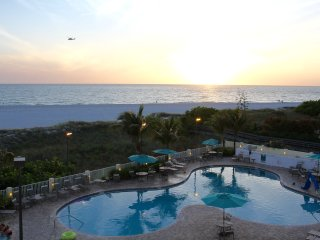 Gulf View 2BR+2BR for 12 guests in Treasure Island - Treasure Island vacation rentals