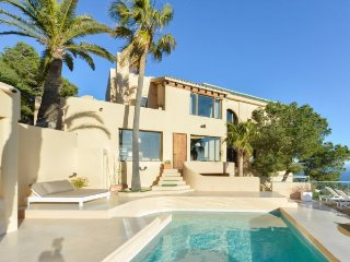 Apt. with fireplace,terrace Ib - Roco Llisa vacation rentals