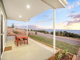 SA Holiday House: 'High Tide' on Palmer Esplanade - Wallaroo vacation rentals