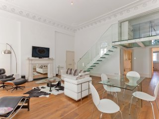 Gorgeous and Modern 2 Bed Apartment in Paddington - London vacation rentals