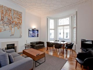 Beautiful and Luxurious 2 Bedroom in Kensington - London vacation rentals
