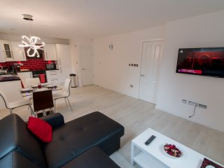 Comfortable 2 bedroom Leeds Condo with Internet Access - Leeds vacation rentals