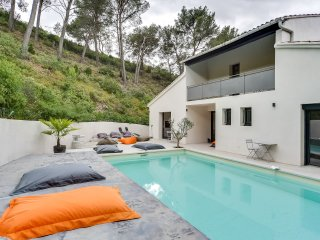 Modern house in the heart of the Alpilles - Saint Etienne du Gres vacation rentals