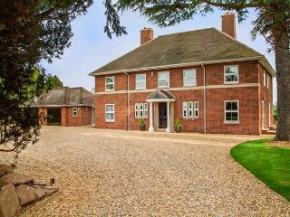 BROCKINGTON HALL, en-suites, games room, extensive gardens, Bodenham, Ref 935603 - Bodenham vacation rentals