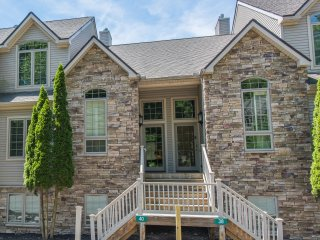 Luxurious New 5bd/3.5bth Townhome at Big Boulder!! - Lake Harmony vacation rentals