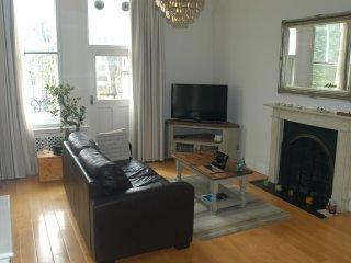 Bright 2 bedroom London Condo with Internet Access - London vacation rentals