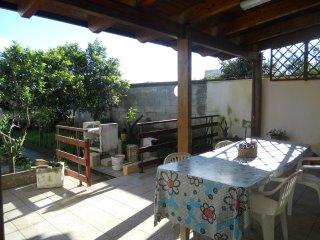 Casa vacanza economica con giardino vicino T.Orso - Martano vacation rentals
