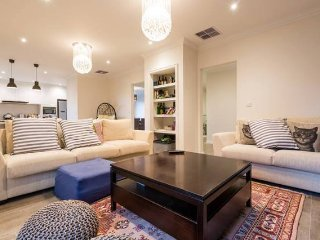 Luxury Rooms and Easy Access to Public Transport - Balwyn vacation rentals