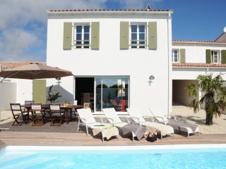 Gorgeous House with Internet Access and Dishwasher - La Flotte vacation rentals