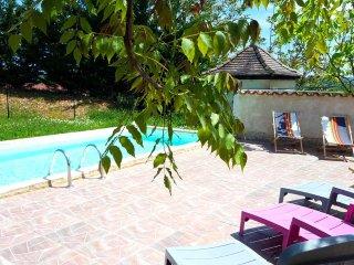 Residence La Roseraie: Villa Rosa - Tourtoirac vacation rentals
