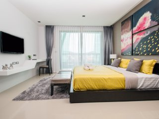 Studio Suite - Garden View 38sqm with balcony - Patong vacation rentals