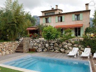 Francoise 33618 beautiful mountain view, landscaped garden, pool 10 x 7 mtr. - La Gaude vacation rentals