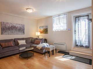 2 bedroom Apartment with Internet Access in Montreal - Montreal vacation rentals
