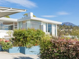 Derwentwater Rivers Views - Stunning - Hobart vacation rentals