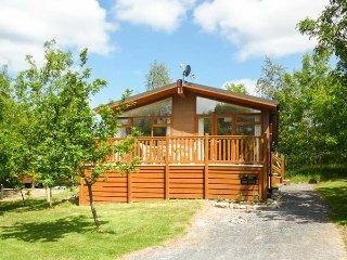 FERN LODGE, detached, ground floor, WiFi, hot tub, Grange-over-Sands, Ref 917822 - Grange-over-Sands vacation rentals