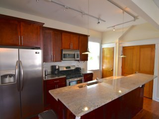 4 Bedroom Coachhouse in Lakeview! - Chicago vacation rentals