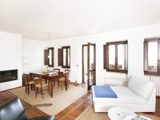 Cozy 2 bedroom Condo in Gardone Riviera - Gardone Riviera vacation rentals