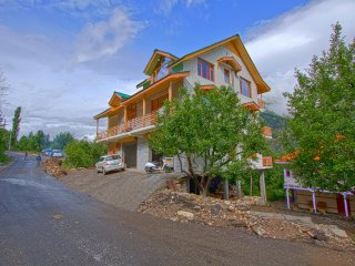 Bright 6 bedroom Cottage in Manali - Manali vacation rentals