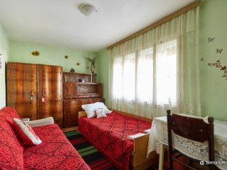 Homey room in a house with garden - Skopje vacation rentals