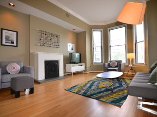 DePaul 4 Bedroom - Sleeps 10! - Chicago vacation rentals