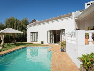 Comfortable Cape Town vacation Bed and Breakfast with Shared Outdoor Pool - Cape Town vacation rentals