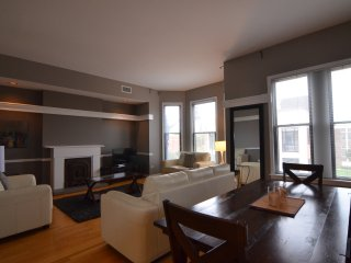 Bright & Spacious 4 Bedroom - DePaul! - Chicago vacation rentals