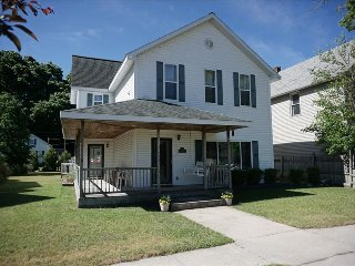 Huge Vacation House walk to beach! Sleeps 11 - Manistee vacation rentals