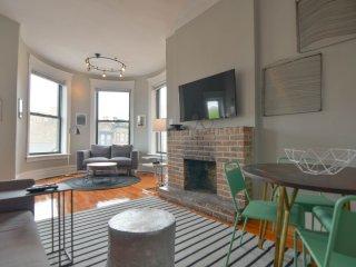 4 Bedroom at Clark & Diversey - Sleeps 10! - Chicago vacation rentals