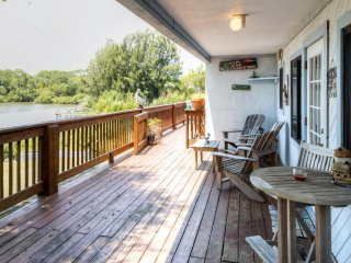 Charming 2BR Cedar Key Duplex Home w/Wifi & Dock - Prime Waterfront Location, Less than 1 Mile from Entertainment, Shops & Restaurants! - Cedar Key vacation rentals