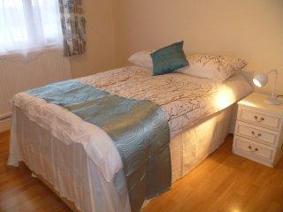 LONDON MANFORD 1BED FLAT , SLEEPS 2-8. - London vacation rentals