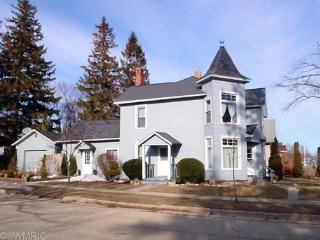 Two Bedroom Unit Two Blocks from Lake Michigan - Ludington vacation rentals