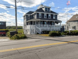 Blissful 3BR Rye Beach House w/Wifi, Oceanfront Views, Spacious Porch & Outdoor Dining Area - Close Proximity to Rye Harbor! - Rye Beach vacation rentals