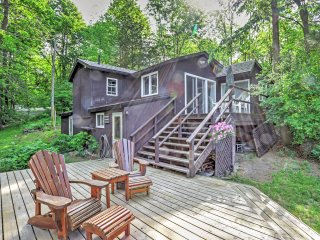 New Listing! 'Hummingbird Haven' - Majestic & Secluded 5BR Lyndhurst House w/ Wifi, Direct Lake Access, Private Dock, Bunkhouse, Paddle Boat, Kayaks, Canoe & Fire Pit - Close to Kingston, Golf Courses, Snowmobiling, Fishing and More! - Seeley's Bay vacation rentals