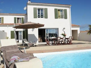 House with a pool near the beach - La Flotte vacation rentals