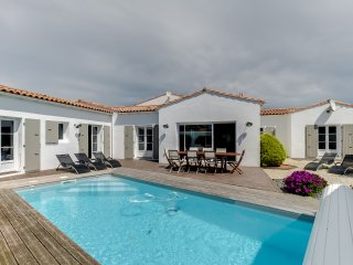 House with a pool at La Flotte - La Flotte vacation rentals