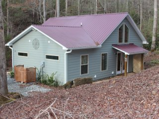 Charming Quiet New Creekside Home Near New Casino - Murphy vacation rentals