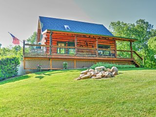 'Lakewood Lodge' Luxurious 2BR Claytor Lake Log Home w/Wifi, Outdoor Fire Pit, Handcrafted Gazebo & Private Dock - Excellent Location - Just Minutes to Claytor Lake, Recreation, Wineries & More! - Hiwassee vacation rentals