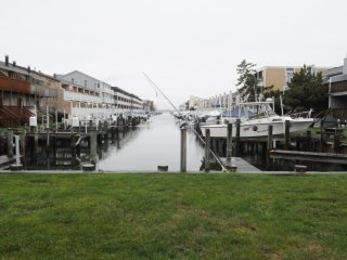 Bayside condo with all the creature features. - Ocean City vacation rentals